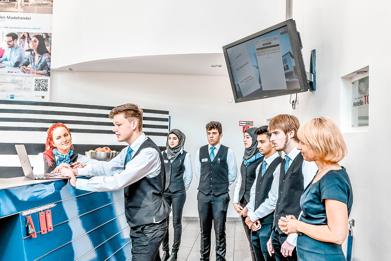 WIHOGA_Hotelfachschule_Dortmund_Web_1280x855_BFS-Rezeption2